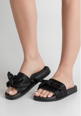 Slippers παντόφλες