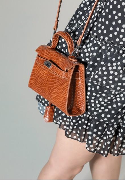 Τσάντα με ανάγλυφη υφή