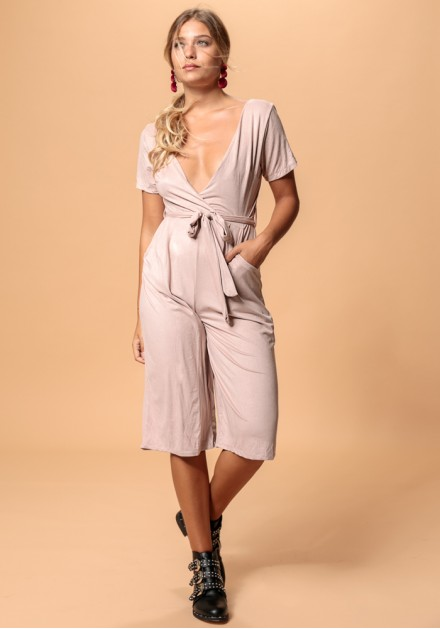 Ολόσωμη φόρμα ζιπ κιλότ