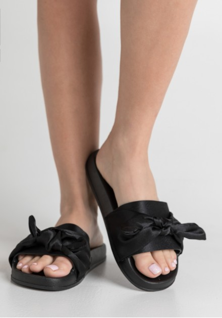 Slippers παντόφλες